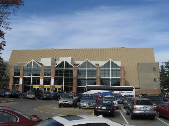 Tom Gola Arena Exterior